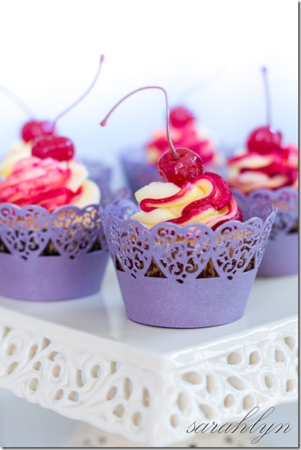 cupcakes with raspberry coulis 009-3W