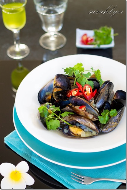 mussels in ginger brothW