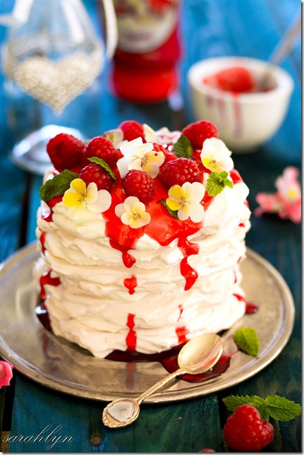 meringue stacks with strawberry toppingW